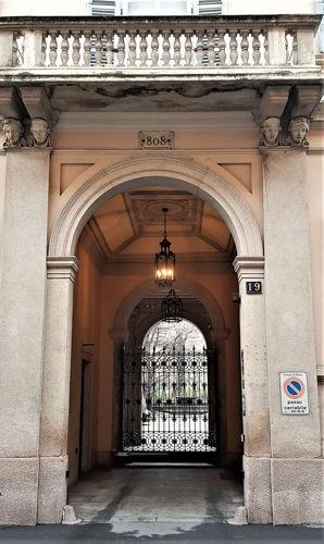 Via Sant'Andrea 19 (808)