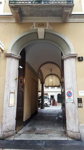 via Sant'Andrea 8 (828)