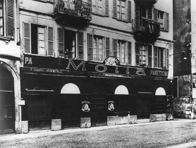 """Il primo laboratorio-negozio """"Motta"""" in via della Chiusa"""
