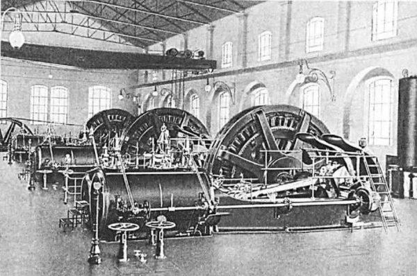 turbine all'interno della centrale