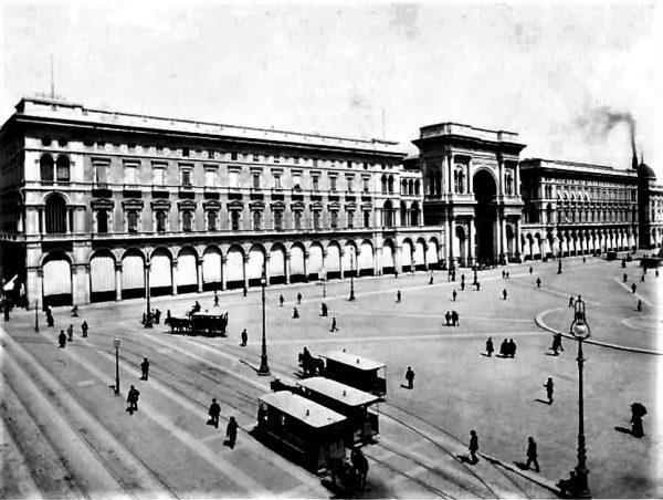 Piazza del Duomo con la ciminiera della centrale sul fondo