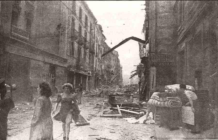strada 'graziata' dalle bombe e dagli incendi
