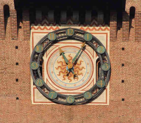 Dettaglio dell'orologio sulla Torre del Filarete