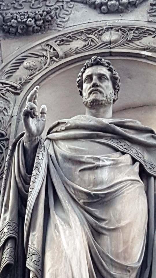 Statua di Sant'Ambrogio