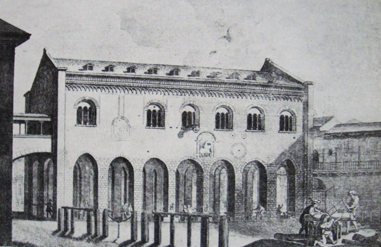 Palazzo della Ragione privo do basamento