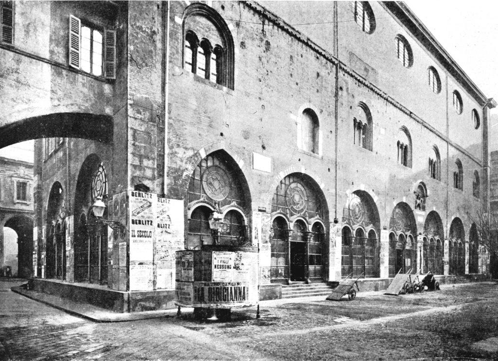 Portico chiuso con vetrate e armature in ghisa (1854)