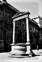 Il pozzo in piazza Mercanti
