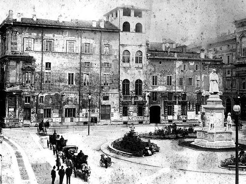 Lato Palazzo Marino in Piazza della Scala