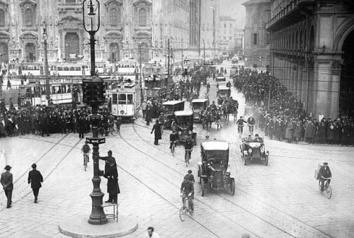 Il primo semaforo a Milano