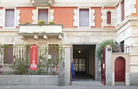 Ingresso casa-museo Boschi di Stefano, Via jan