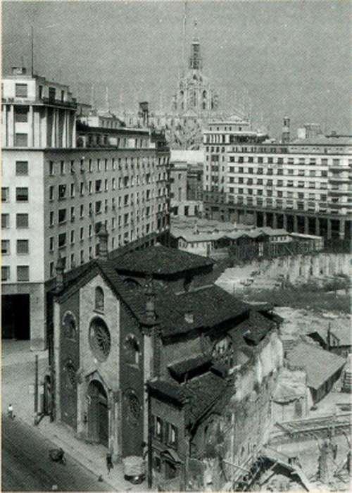 La ex-chiesa di San Giovanni in Conca dopo l'arretramento della facciata