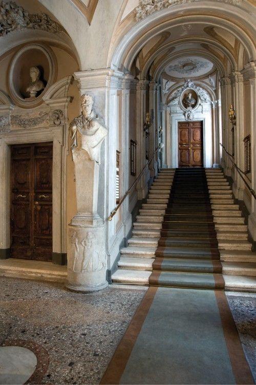 Palazzo Rondinini -scalinata interna